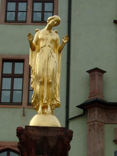 Friedensbrunnen auf dem Markt